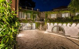 Villa Lonerty Ingresso e Castelletto - Night View